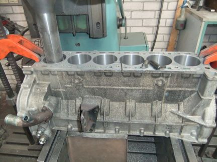 Cylinder Rebore Engine reconditioning machinists,crankshaft grinding